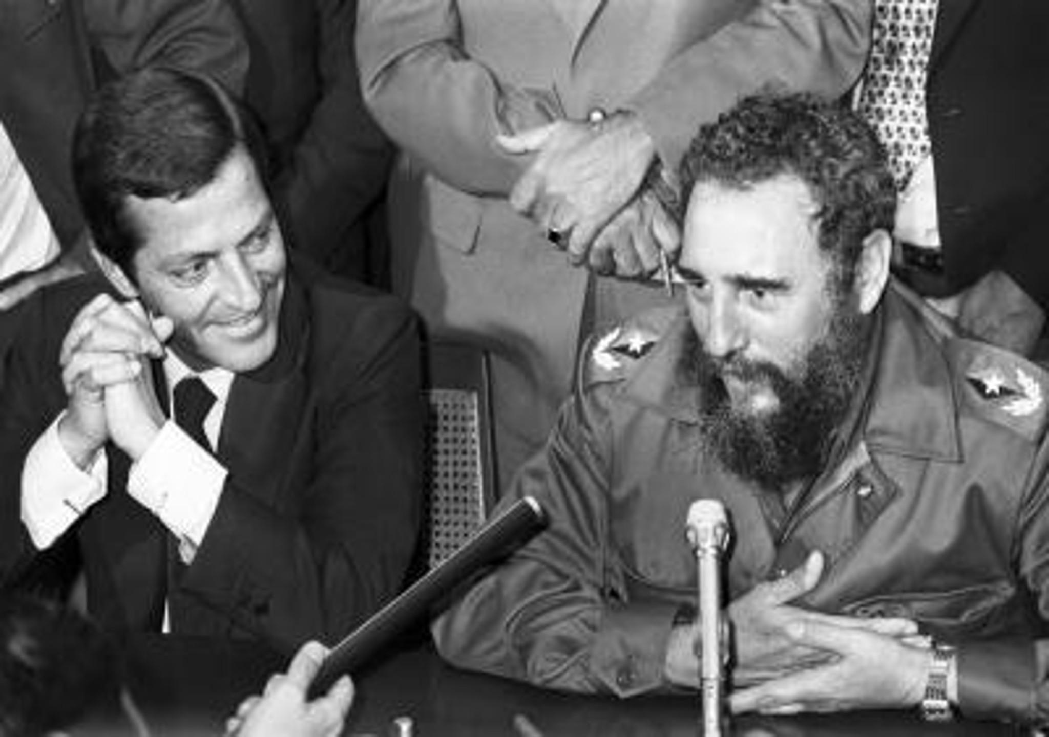 Fidel Castró aplaudió a Suárez al pie del avión