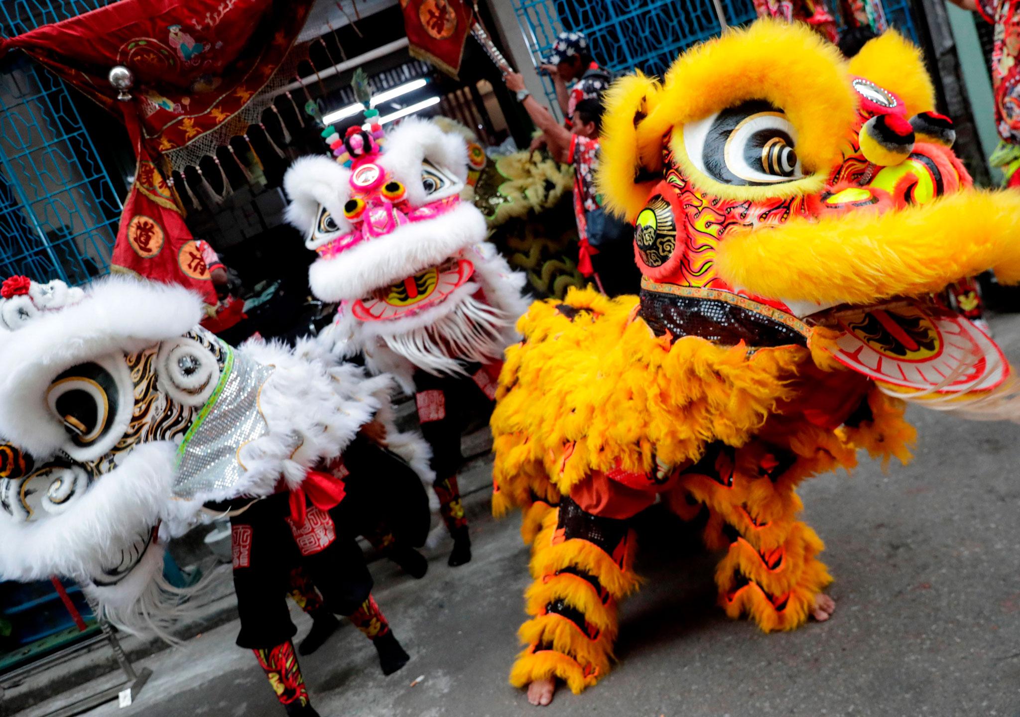 La danza del dragón y el león