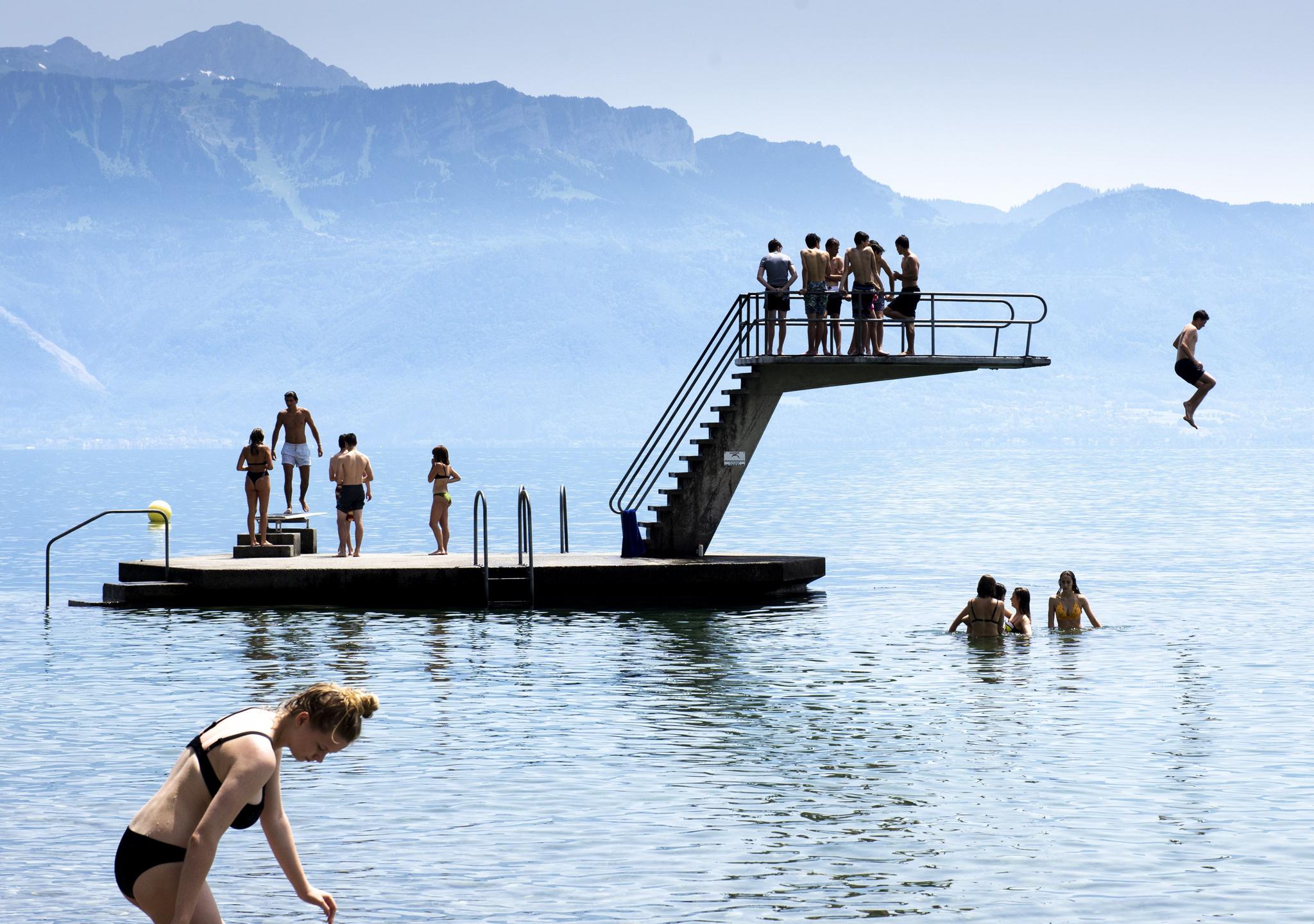 Los lagos de Suiza se llenan... ¡de gente!