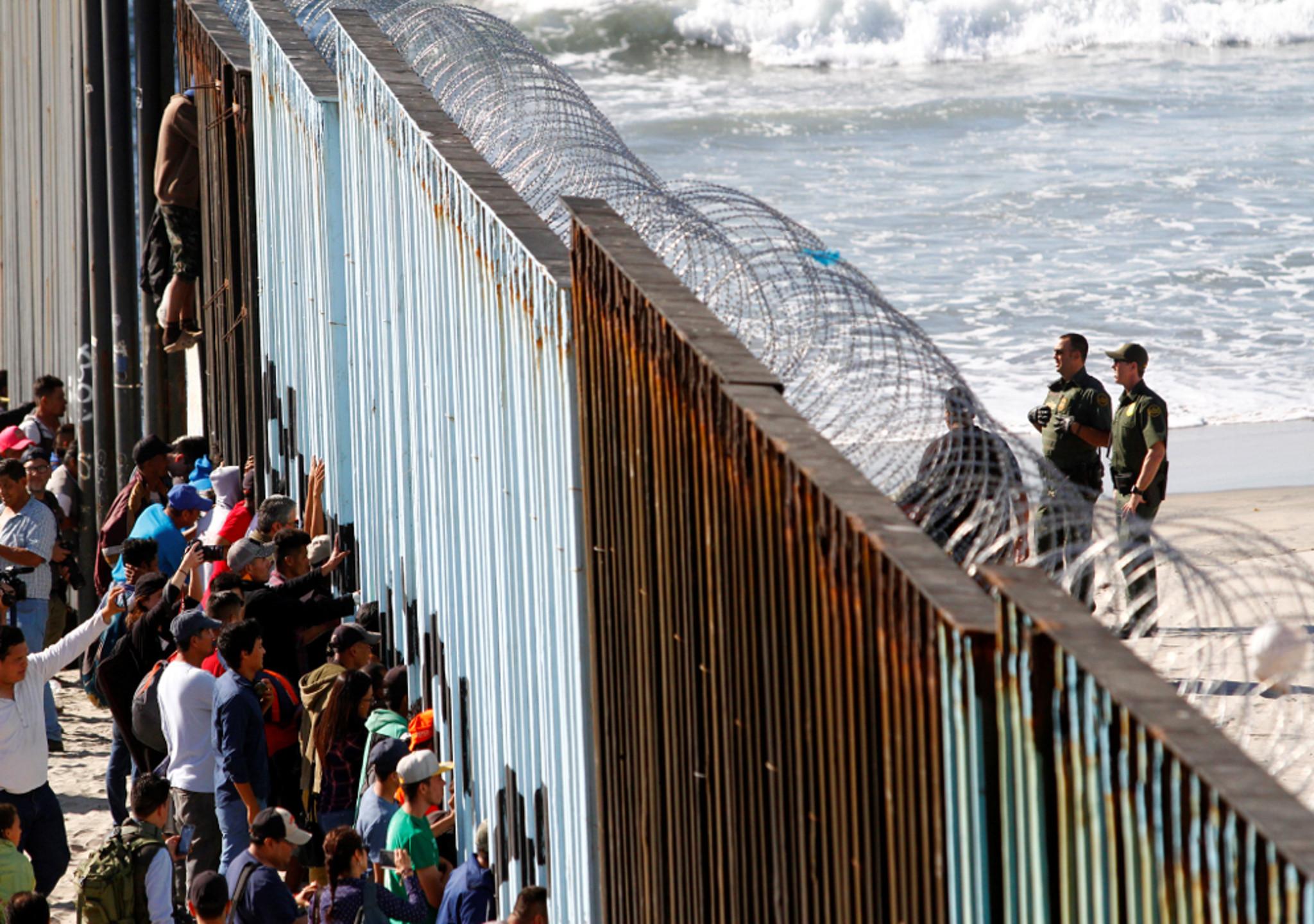 Refuerzo de fronteras con concertinas