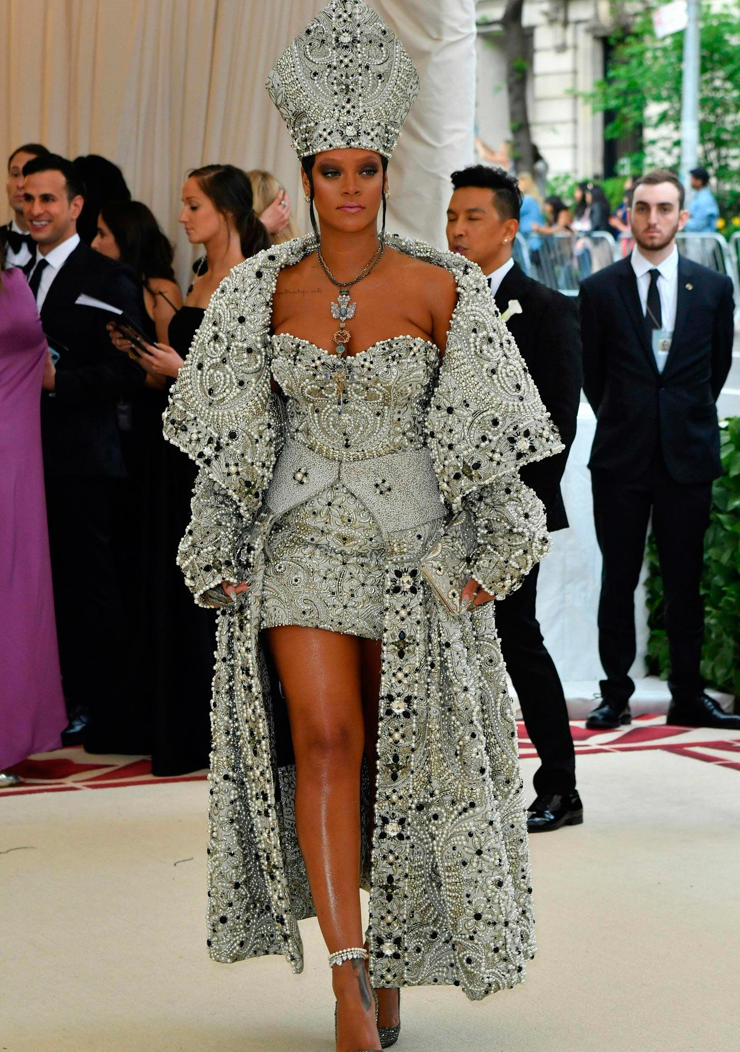 Rihanna, a lo papal